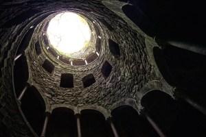 Pozo iniciático de la Quinta de Regaleira, en Sintra