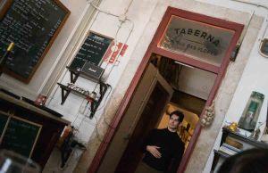 Interior de Taberna de Rua das Flores en Lisboa