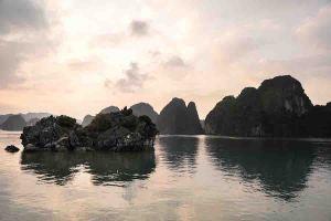 Rocas e islas de la bahía de Ha Long