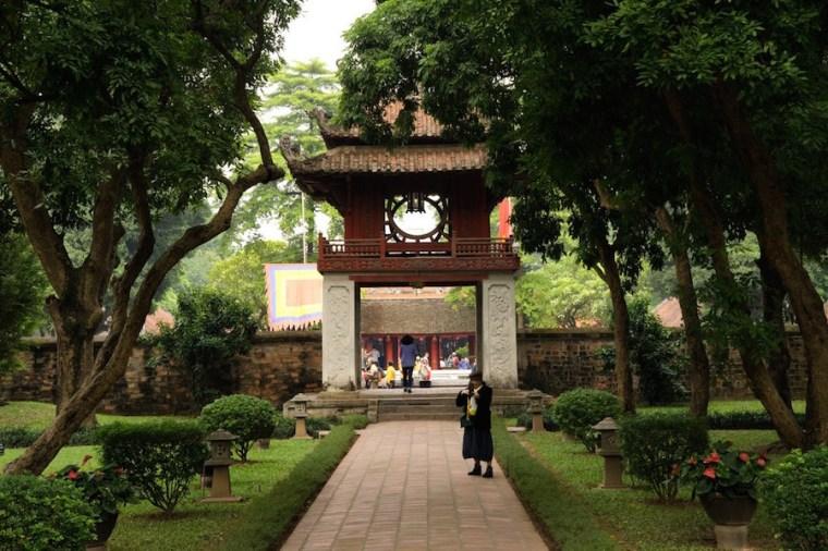Jardines del Templo de la Literatura en Hanoi