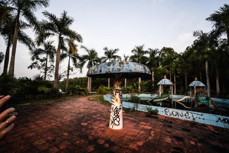 Instalaciones del parque acuático abandonado de Ho Thuy Tien en Hue