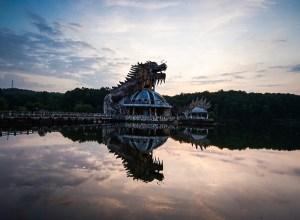 El icónico dragón del parque acuático abandonado de Ho Thuy Tien en Hue