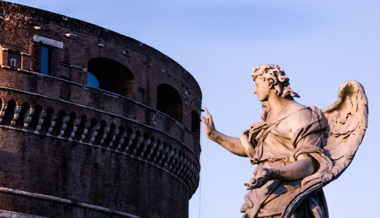 Detalle de una estatua frente al Castillo S'ant Angelo en Roma