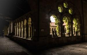 Claustro románico en la Colegiata de Santa Juliana