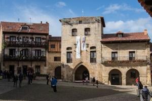 La villa medieval de Santillana del Mar en Cantabria