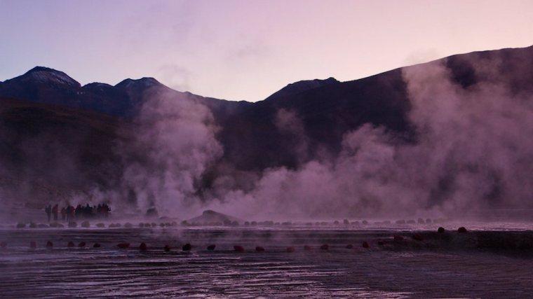 Amaneciendo en los géiseres del Tatio, Atacama