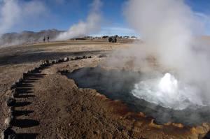 Últimas fumarolas de los géiseres del Tatio en Atacama