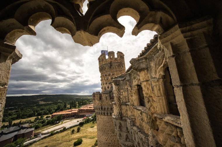Vista desde la galería superior del castillo de Manzanares El Real, en Madrid
