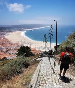Camino de descenso desde el barrio de Sitio hasta la parte baja de Nazaré