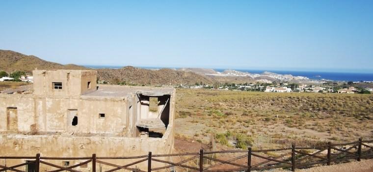 Antiguas instalaciones de la Mina Rica y vistas al pueblo almeriense de San Juan de los Terreros