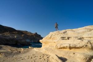 Duna fosilizada junto al playazo de Rodalquilar con vistas a los acantilados de La Molata