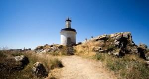 Faro da Porta, donde termina una de las rutas de senderismo de las Cíes