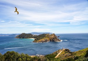La isla San Martinho vista desde el Faro de las Cíes
