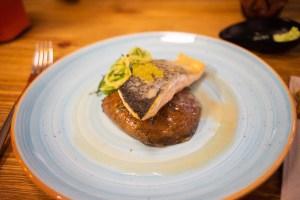 Plato de salmón en el restaurante de Dasos de Ohai Nazaré