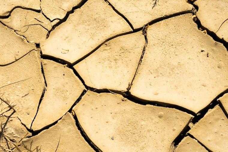 Detalle del suelo seco en el desierto de Tabernas, Almería