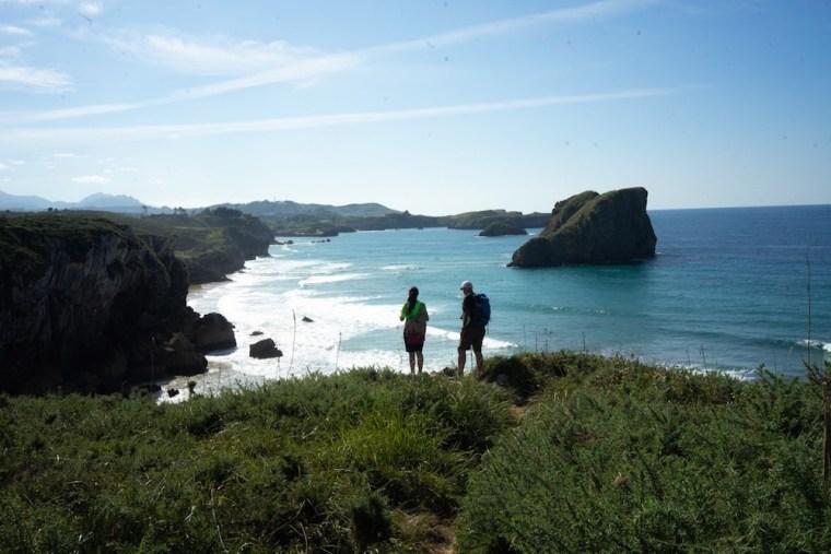 Vistas desde la senda costera de Llanes a Celorio, en torno a la playa del Portillu