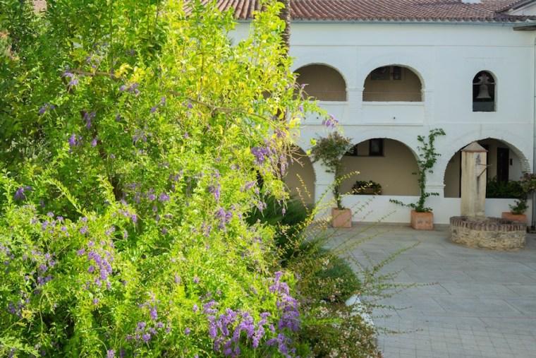 Pozo en el claustro del Hotel Convento Aracena