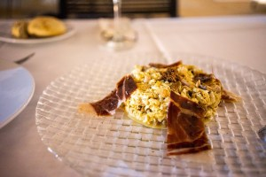 Cena en el Restaurante del Hotel Convento Aracena: revuelto de setas y jamón