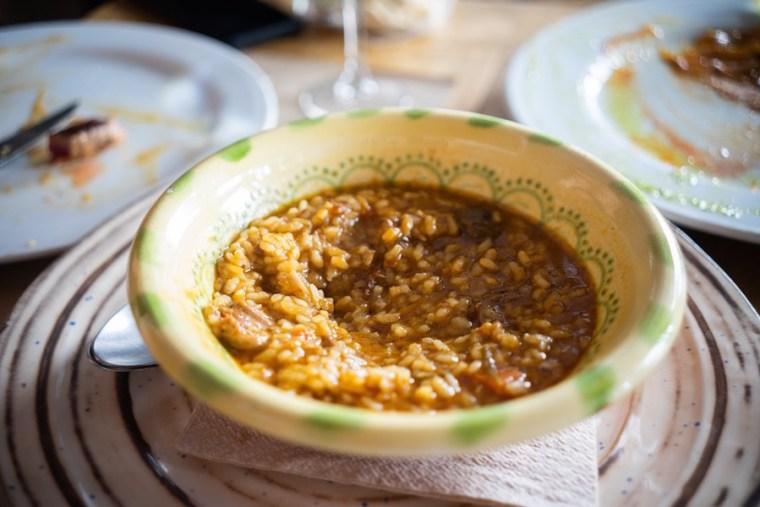 Comida en el Restaurante Montecruz de Aracena: arroz de setas e ibéricos