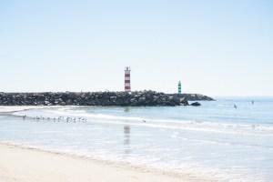 Faro y playa de la isla Deserta, en la ría Formosa