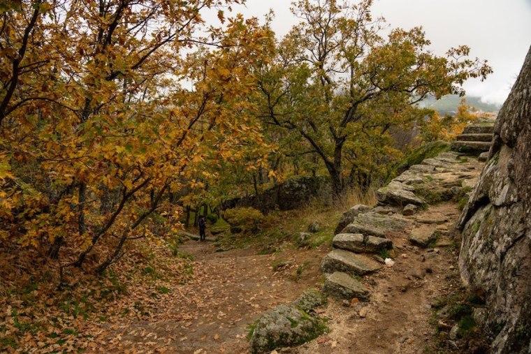 Camino desde la plataforma de piedra hacia la Silla de Felipe II, El Escorial