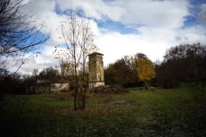 Ruinas del antiguo internado donde se ubicó en su día el molino de papel de El Paular