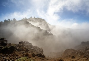 Cráter de Hoyo Negro en la ruta de los Volcanes en La Palma