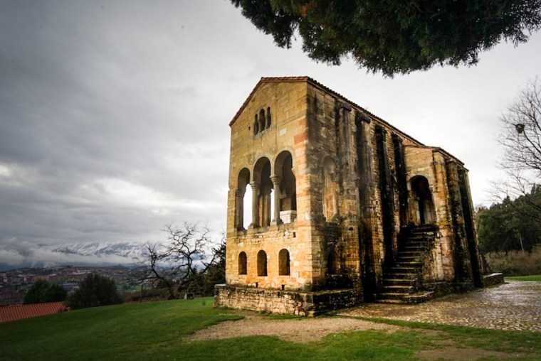 Iglesia prerrománica de Santa María del Naranco, cara oriental