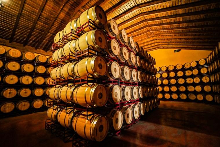 Sala de barricas en Bodegas Crisve, Socuéllamos
