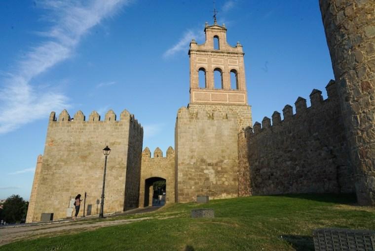 Espadaña, junto a la puerta del Carmen, en la muralla de Ávila