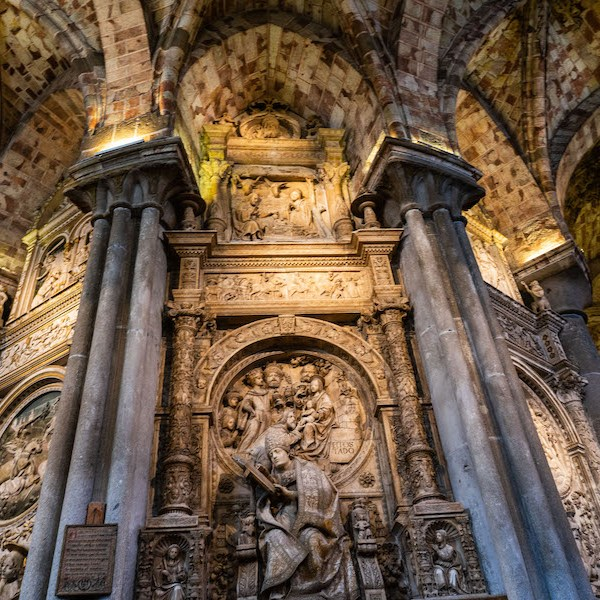 """Sepulcro del Obispo """"El Tostado"""" en la Catedral de Ávila"""
