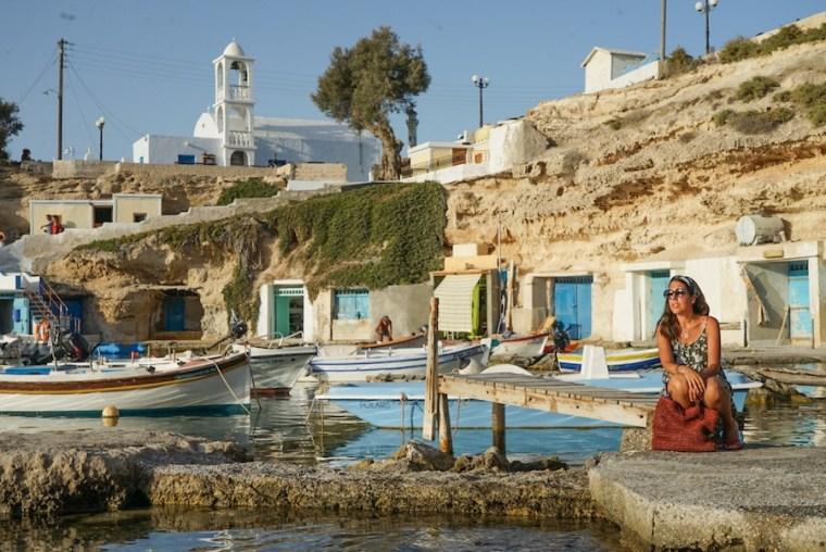 El precios puerto pesquero Mandrakia en la isla de Milos, Grecia