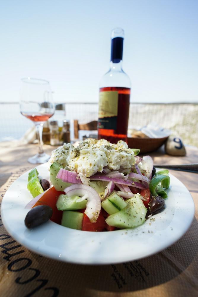 Ensalada griega en Porto Schiza Tavern, Kampi (Zakynthos)