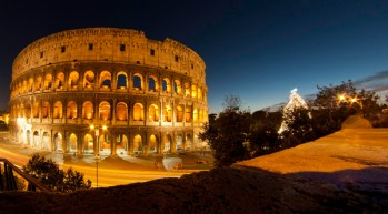 El Coliseo con su árbol de Navidad