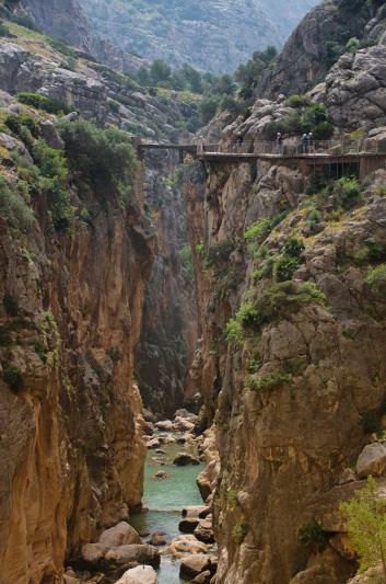 Tras pasar junto al embalse del Gaitanejo se llega al Puente del Rey