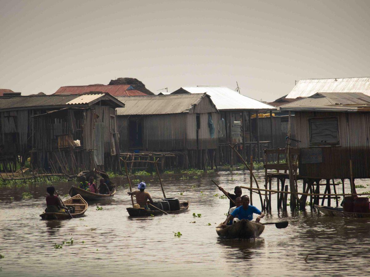 Ganvié la Venecia de África: Navegando entre los palafitos del Lago Nokue