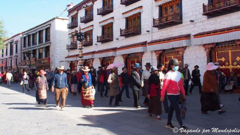 peregrinos-calle-barkhor-lhasa