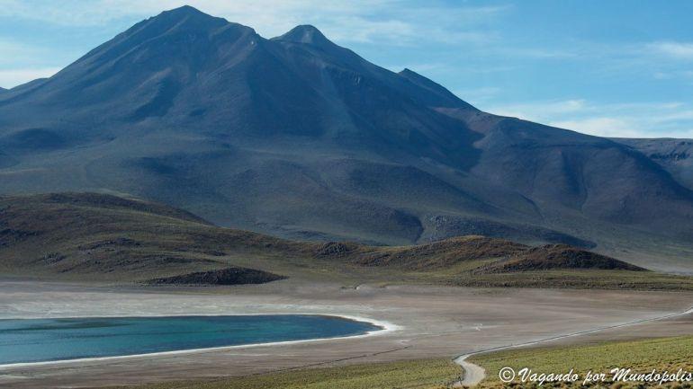 excursiones-san-pedro-atacama-lagunas-antiplanicas