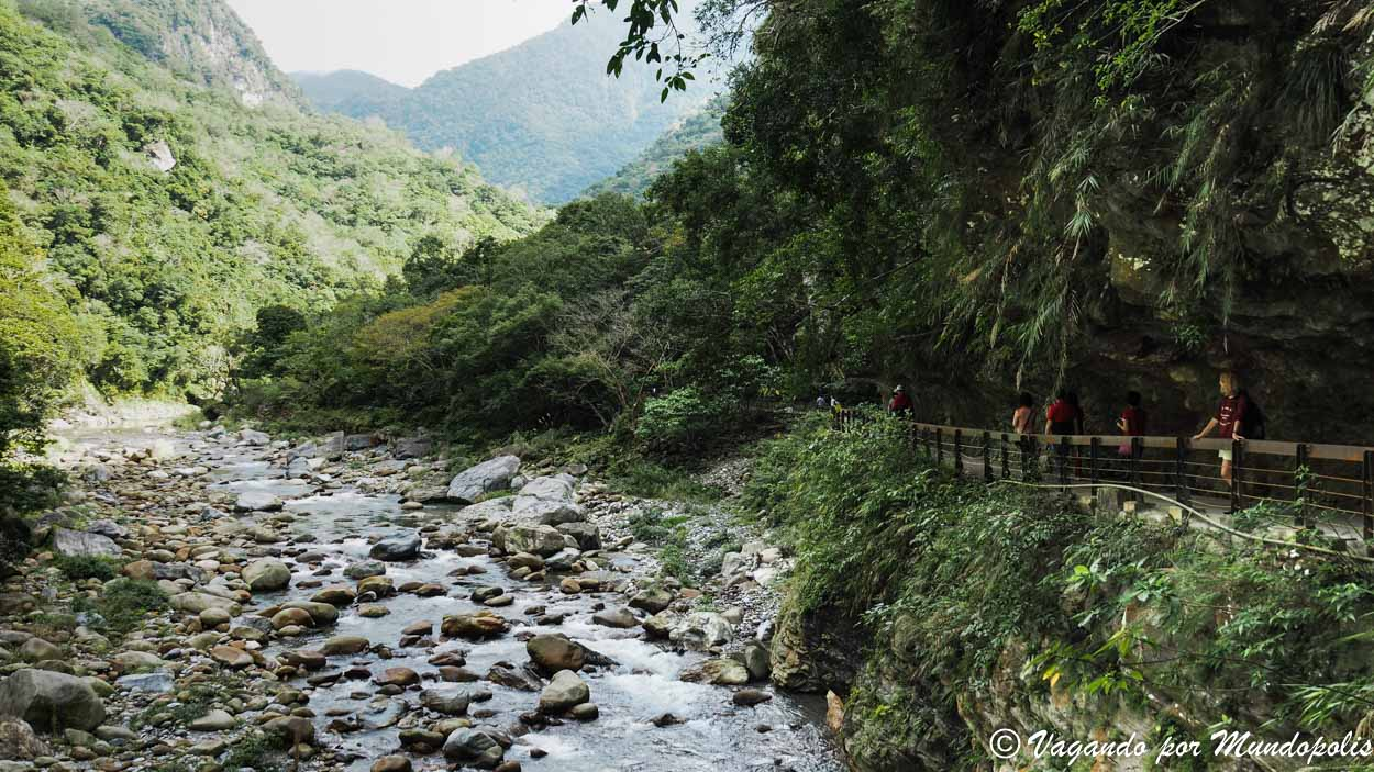 shakadang-trail-taroko-taiwan