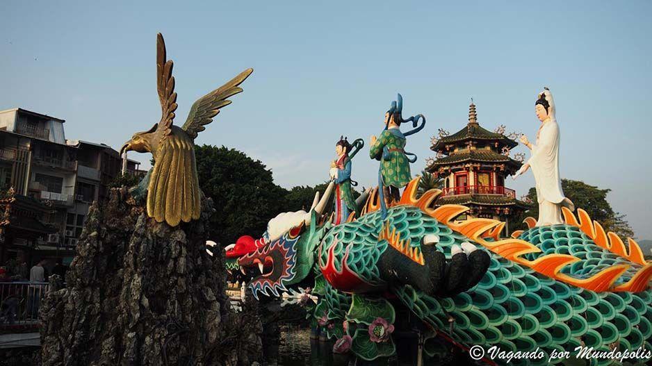 que-ver-en-kaohsiung-lotus-pond