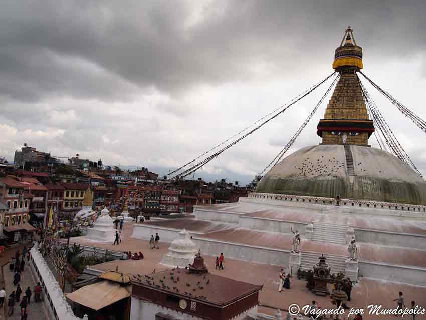 La imagen tiene un atributo ALT vacío; su nombre de archivo es stupa-boudhanath-vagandopormundopolis-79.jpg