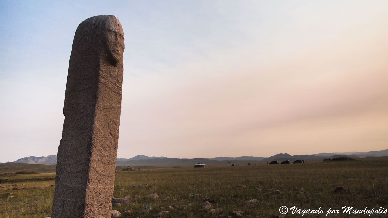 Uushigiin-Uver-deer-stones-mongolia