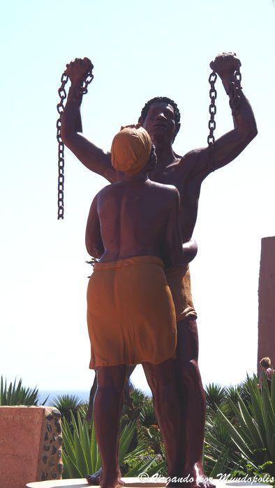 estatua-liberación-que-ver-en-isla-goree