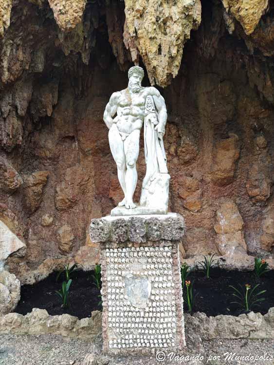 estatua-heracles-parc-sama