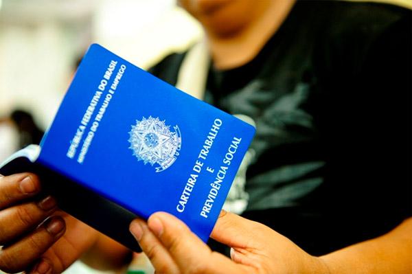 Oportunidade para Ajudante de Indústria no Recife (CV até 16/08)