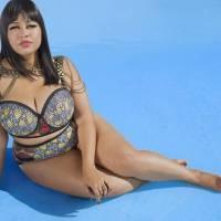 La blogger GabiFresh presenta su nueva colección de bikinis tallas grandes