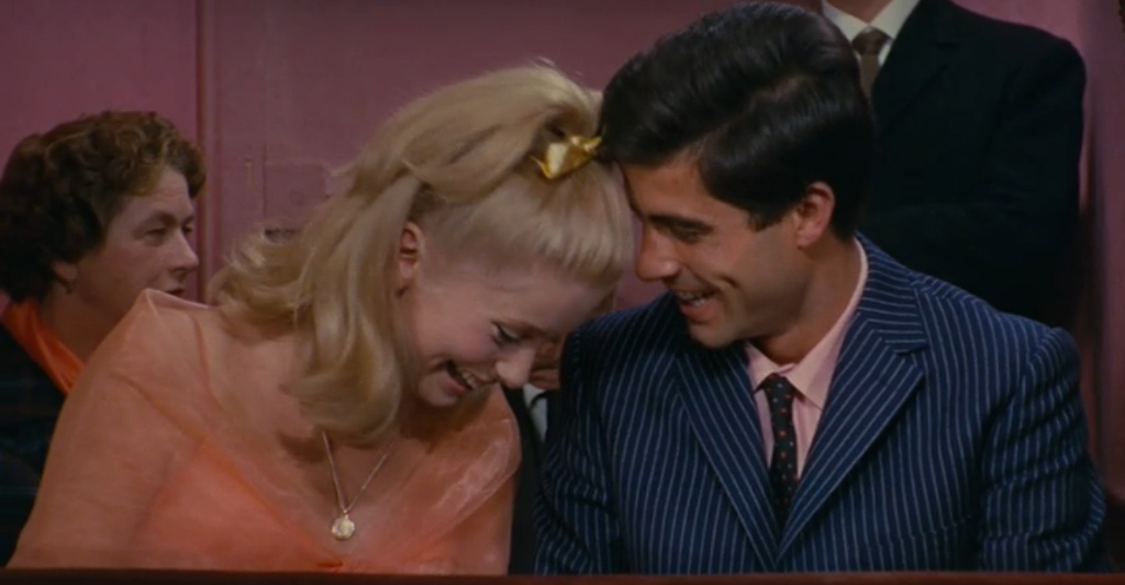 catherine-deneuve-nino-castelnuovo-the-umbrellas-of-cherbourg-five