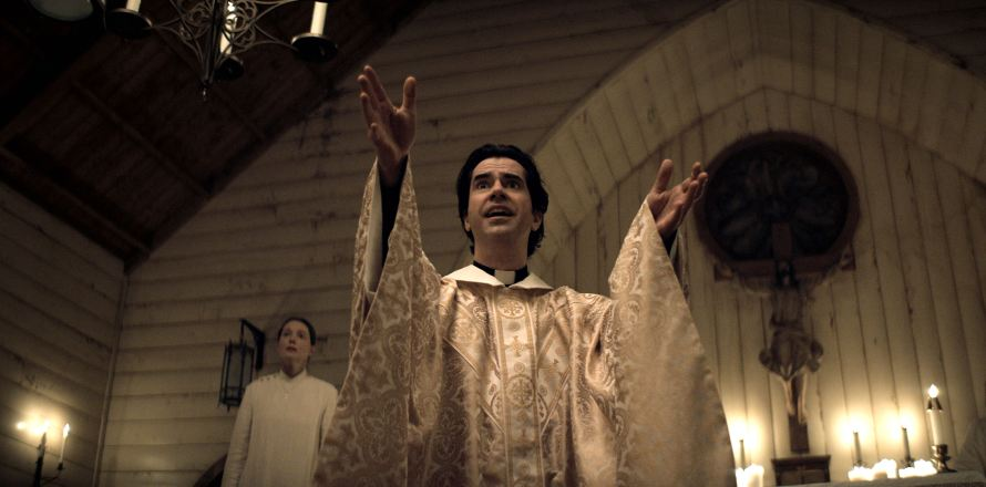 Midnight Mass Cast on Netflix - Hamish Linklater as Father Paul