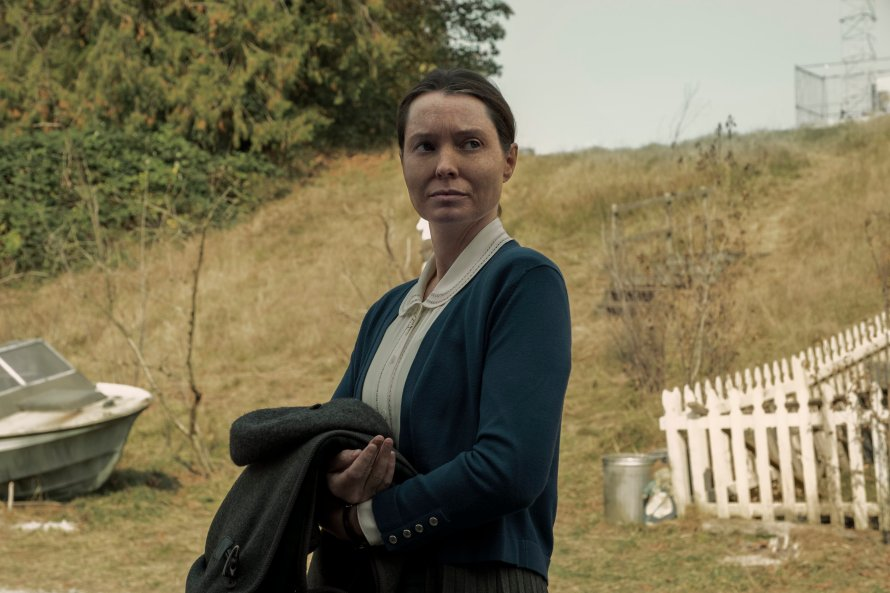 Midnight Mass Cast on Netflix - Samantha Sloyan as Bev Keane