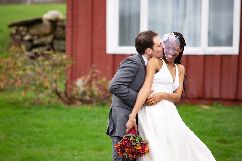 red-barn-hampshire-college-wedding-4-2